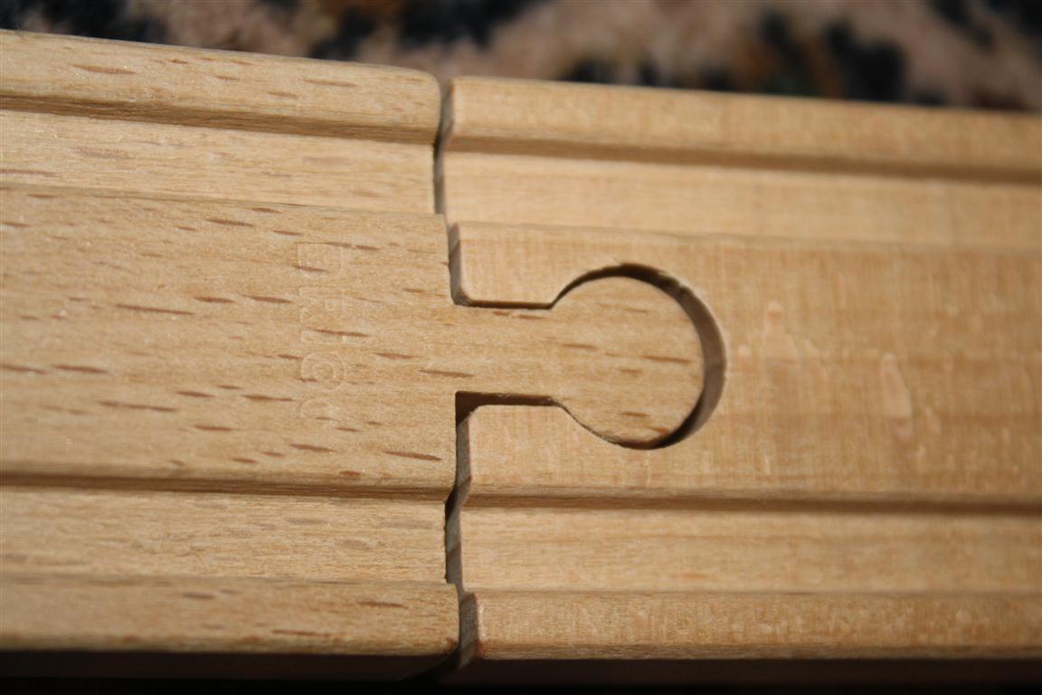 Schreibtisch Ikea Micke Gebraucht ~   Holzeisenbahnen von Brio, Eichhorn und Ikea untereinander kompatibel