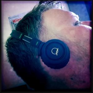 Q460 Quincy Jones on ear